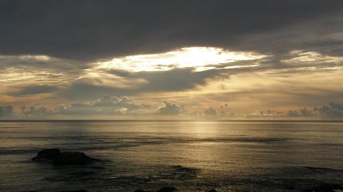 62.金黃的日出灑落海面 (14)