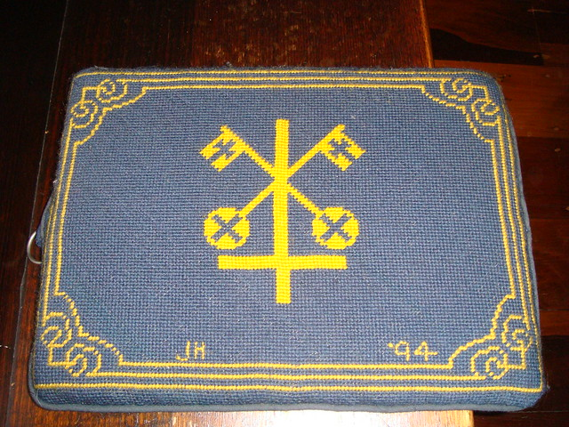 Inverted Cross kneeler Saint Peter