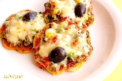 Mini Pizzas (~Trs Chic Cupcakes by ShamsD~) Tags: red green chicken yellow tomato recipe southafrica pepper yummy sauce mini pizza explore delicious spices steak olives onion minipizza pizzarecipe shamsd shamimadesai tomatosaucerecipe minipizzarecipe steakpizzarecipe chillipizzarecipe chickenpizzarecipe tomatosauceforpizza pizzacrustdoughrecipe indianstylepizzarecipe spicypizzarecipe pizzadoughrecipe bestpizzarecipe