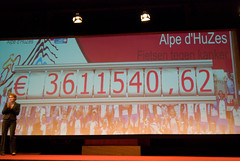 20081006-045 (Alpe d'HuZes) Tags: amsterdam cancer vu fietsen alpe amsterdan doel kwf goede kanker dhuzes alpedhuzes peterkapitein geldoverdracht fredooms©
