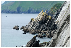 Coumeenoole Strand Cliffs (Janek Kloss) Tags: ocean ireland cliff strand foto shot image photos hans tourist irland eire kerry cliffs fotka sharp fotografia 2008 attraction zdjecia irlanda dinglepeninsula kloss ierland janek j23 zdjecie fotki irlandia seson   hwdp coumeenoole lirlande fotosy   moli516
