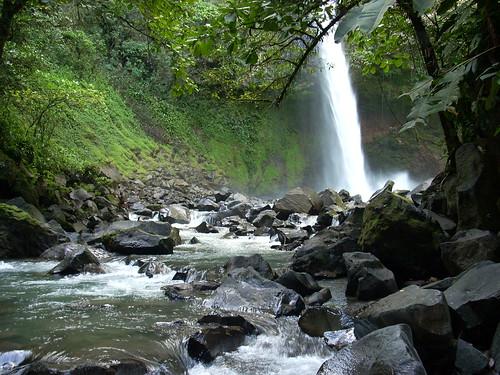 Costa Rica Waterfall by JetPunk.com.