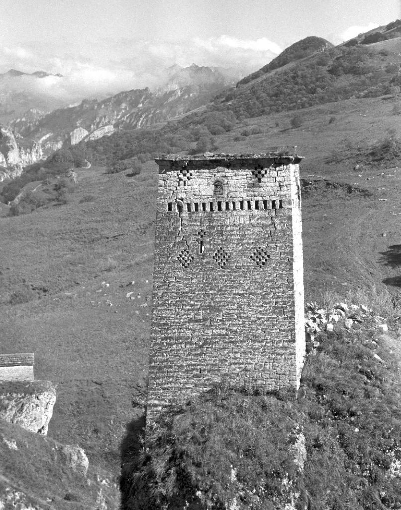 Картинки кавказские горы с башнями