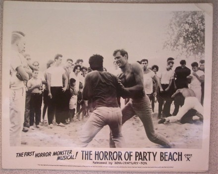 horrorofpartybeach_still2