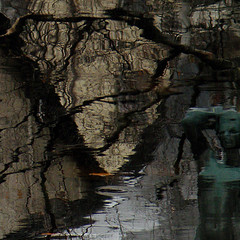 Pondlight statue (Eva the Weaver) Tags: light sculpture reflection water pond branches sculpted guldheden nilssjögren