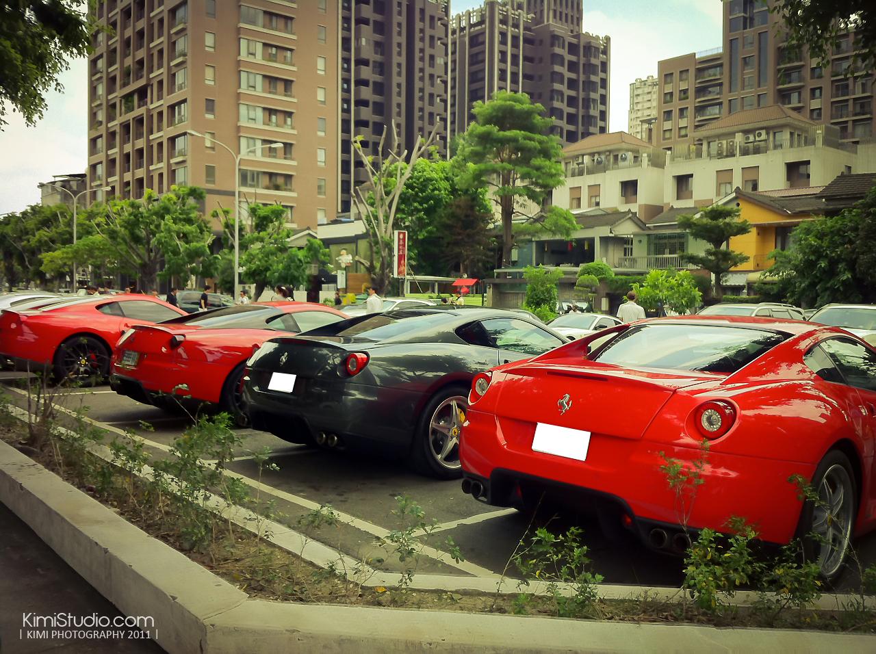 Ferrari 2011.06.10-001
