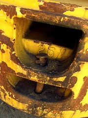 25 (LinBow) Tags: yellow screw 25 rusted artisticexpression mywinners wowiekazowie citrit onlythebestare