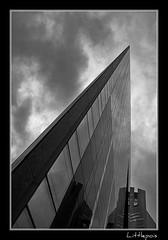 sur le fil du rasoir (Littlepois Photographie) Tags: france tower blackwhite tour noiretblanc pentax nb ladéfense aficionados sigma1770mm k10d justpentax littlepois