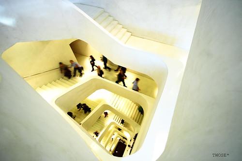 Escalera de CaixaForum, por TwOsE