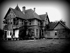 Scary Old House (charmednblum) Tags: old house scary texas smalltown itasca fallingdown wasprobablyverybeautifulatonetime