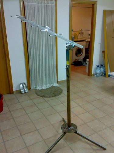 El suport de l'antena ja acabat i apunt per pintar