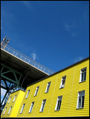 Jaune ( CHRISTIAN ) Tags: windows yellow architecture jaune montral montreal fentres gwim