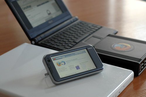 N810, eeePC, Linutop 2, MacBook, all running Mozilla-based browsers
