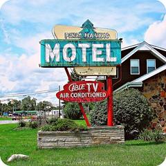 Pine Haven Motel (ilovecoffeeyesido) Tags: sign neonsign ftwaynein pinehavenmotel