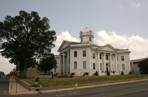 side view of vernon county courthouse