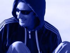 Mi prncipe azul (para ver si soy tu favorita) (.el Ryan.) Tags: argentina azul mendoza sonrisa nahid lentes capucha chacrasdecoria mauricioryan princesanahid