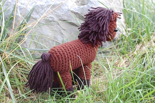 What a cute little crocheted horse!