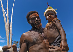 Proud of his son - Papua New Guinea (Eric Lafforgue) Tags: pictures portr