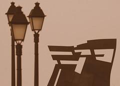 Habr Aprendido Algo...? (Lagavulin2) Tags: espaa sepia spain dof gijn asturias escultura invierno farolas cimadevilla gijon siluetas 2007 nordeste asturies xixn vaqueroturcios esculturaurbana
