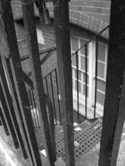 Escalinatas londinenses (carpediem***) Tags: ventana stair escalera londres peldaos escalinata justpentax artpentax