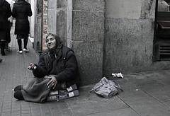 Mendigo (Cloud_400d) Tags: barcelona calle mujer pobre mendiga dinero mendigo pidiendo fotoscloud ltytr1