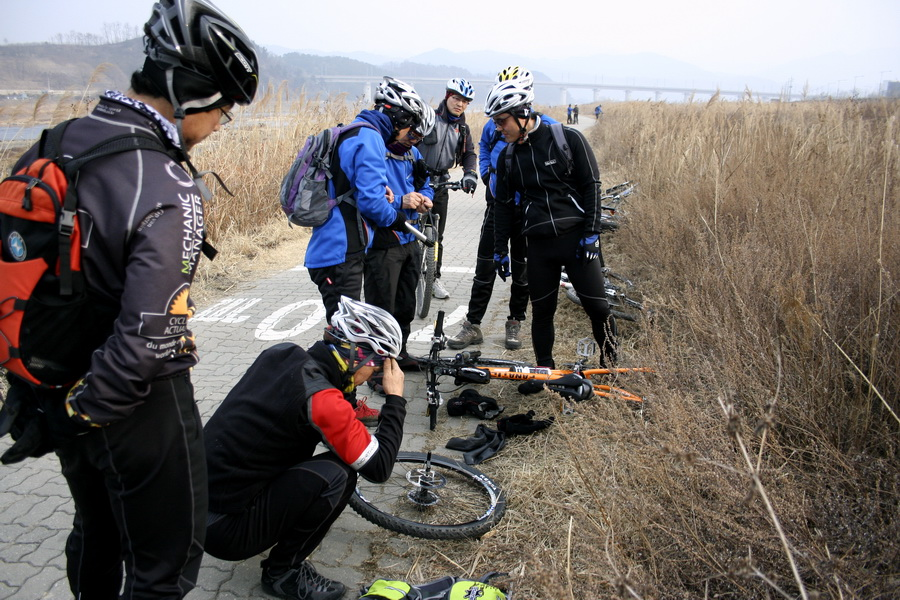 Fixing up flat tire