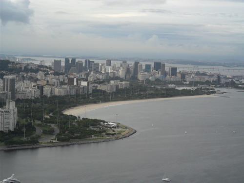 Vista do Aterro do Flamengo e mais ao fundo a cidade do Rio de Janeiro by Everson Cavalcante