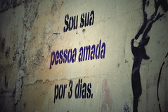 Por 3 dias (Monique Gasparelli) Tags: street old muro love rock wall cool message quote amor awesome valentine msg parede túnel 3days frase