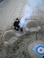 (§@r@) Tags: uk blue red black london grey londra cappello sabbia sofà fumo poltrone bersaglio