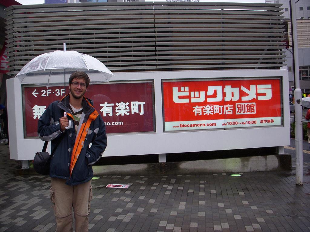 bajo la lluvia en tokyo