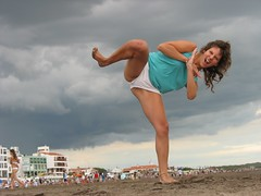 furia (Pecas del verano) Tags: mujer arte nubes verano tormenta monte hermoso gigante pequeo patada furia