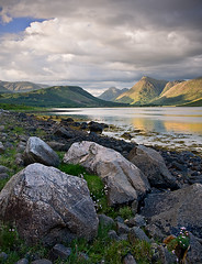 Another composition from Loch Etive looking to Stob na Broige (David Kendal) Tags: summer lake mountains seaweed reflection beach landscape scotland highlands scenery rocks scottish shore loch seashore glenetive rockyshore lochetive stobnabroige greatscots platinumphoto lochscape