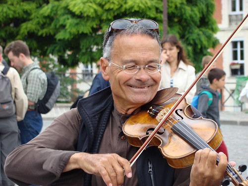 Violonist near Sacre Coeur (3)
