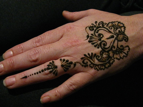 80 Sheridan pregnancy henna hand. hand to compliment pregancy henna on belly ...
