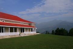 Shogran, Kaghan - Pakistan (Kaafoor) Tags: morning blue pakistan red sky mountains building green grass clouds asia north shogran saarc govhouse