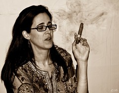 B-Day 60 anos 208-Edit-1 (El-Ivis) Tags: girl pretty thing object objects cigar things juliana gomez cohiba smokingobjects bday60anos
