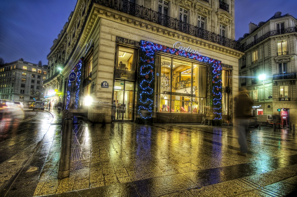Cartier on the Champs-�lysées at Christmas