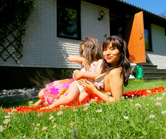 """Enjoying the sun with my sister"" ([Butterfly]) Tags: summer casa photos retrato wendy 2008 hermana feelings hilda sentimientos butterfly hildavictoriagphotografer"