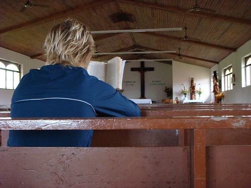 Reading in the church in Hanga Roa on a rainy day...