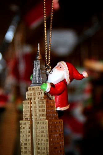 A King Kong Santa on the Empire State (by caruba)