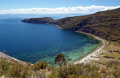 Inlet on the Isla del Sol (Jessie Reeder) Tags: travel blue mountains laketiticaca southamerica water landscape island azure bolivia copacabana international andes lagotiticaca isladelsol sudamérica