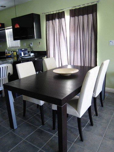 domo dining table and chairs