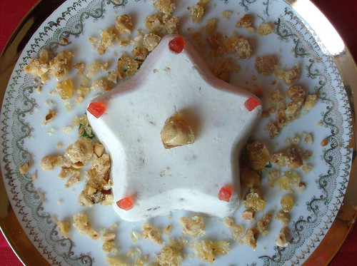 Stella fredda al torrone e croccante di nocciole