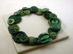 Step 5: Add Finishing Touches (CraftyGoat) Tags: buttons polymerclay wreath buttonwreath