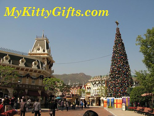Hello Kitty at Main Street of Hong Kong Disneyland