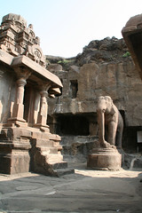 ジャイナ教寺院。他教よりも凝った彫刻であった。