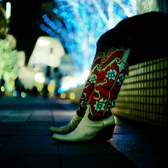 ...and the Cowgirl still gets the Blues... (TommyOshima) Tags: japan night tokyo shinjuku boots kodak illuminations cowgirl naniwacolorkitn portra 800 schneiderkreuznach selfdeveloped f29 8cm radionar reflexkorelle