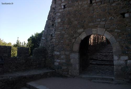 O castelo é constituído de vários recintos, com portas a separar cada uma delas