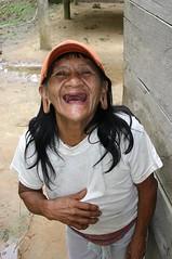 Having fun! (sensaos) Tags: portrait people woman smile laughing fun ecuador mujer community indian traditional selva ears tribal indians tribe indios stretched portret toothless vrouw indio indigenous famke huaorani indigena shiripuno waorani sensaos bameno