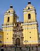 San Francisco, Lima. Los puntos son palomas